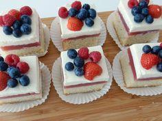 Bosvruchten gebakjes met mascarpone Gourmet Desserts, Delicious Desserts, Cake Recipes, Dessert Recipes, Mini Tart, Mini Pies, Cupcakes, Crab Cakes, Biscotti