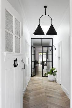 Real reno: Melbourne Bayside bungalow's modern makeover – The Interiors Addict Style At Home, Estilo Hampton, Architecture Renovation, Flur Design, Design Desk, Chair Design, Hamptons Style Homes, Bungalow Renovation, Bungalow Interiors