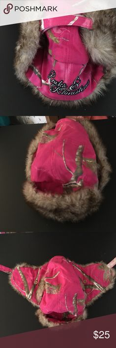 Real Tree Camo hat Real Tree Pink Camo Hat Worn once or twice....Keeps you really warm Accessories Hats