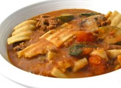 Skinny Lasagna Soup - 6 WW Smart Points: It's so hearty, delicious and makes a wonderfully satisfying main course soup. It has all the fabulous flavors of a meat lasagna and loaded with vegetables. The broth is divinely rich and th… Skinny Recipes, Ww Recipes, Soup Recipes, Cooking Recipes, Healthy Recipes, Cleaning Recipes, Cooking Games, Bread Recipes, Cooking Tips
