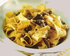 Pappardelle sulla Lepre (Fresh pasta with hare sauce) recipe Sauce Recipes, Meat Recipes, Wine Recipes, Pasta Recipes, Tuscan Pasta, Toscana Italia, Wild Game Recipes, Porcini Mushrooms, Fresh Pasta