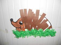Enkele leuke knutselwerkjes rond herfst: Een schattige egel: De kinderen maakten deze leuke egel. We kleurden zelf het hoofdje van de e...