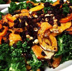 Så er det blevet tid til græskar igen, som tiden dog flyver. Denne Hokaido salat smager himmelsk og man kan ikke få nok af de farver, de repræsenterer virkelig efterårets farver på den flotteste måde. Hokaido er et Japansk græskar som dyrkes på vores breddegrader. Kødet i Hokaido er tørre end i andre græskar typer og efter en tur i ovnen minder det om kartoffel eller jordskok. Hokaido kan bruges i bagværk, supper, bages med din favorit krydderi, friterede, eller bland det i kartoffelmosen…