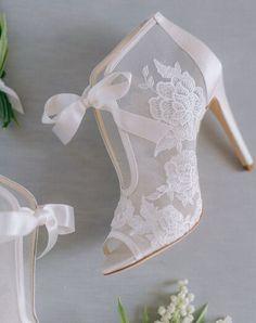 Wedding Shoes Bride, Wedding Shoes Heels, Bride Shoes, Dream Wedding Dresses, Wedding Attire, Wedding Day, Ivory Wedding, White Wedding Heels, Winter Wedding Shoes