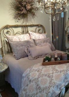 Shabby to Chic: Five Ways to Revamp and Modernize Your Shabby Chic Room - Sweet Home And Garden Lilac Bedroom, Purple Bedrooms, Bedroom Decor, Bedroom Ideas, Bedroom Black, Shabby Chic Bedrooms, Bedroom Vintage, Shabby Chic Homes, Country Cottage Bedroom