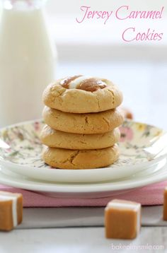 The most deliciously simple caramel cookies recipe ever! 10 minutes prep time, 1 bowl and 5 simple ingredients = YUM! Caramel Biscuits, Caramel Cookies, Biscuit Cookies, Biscuit Recipe, Baking Recipes, Cookie Recipes, Donna Hay Recipes Baking, Baking Ideas, Dessert Recipes