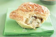 Satay (peanut butter) Chicken Pies These easy pies make a fabulous Friday dinner. Mini Pie Recipes, Chicken Recipes, Cooking Recipes, Turnover Recipes, Chicken Bacon, Pastry Recipes, Butter Chicken, Easy Cooking, Savory Pastry