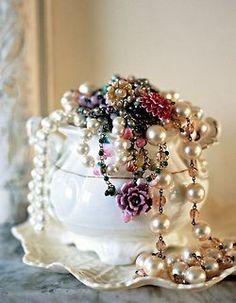A jar full of pearls  -  Ana Rosa