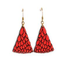 Abanico Petit Red Walnut Earrings: These stylish and fun bright red earrings are based on an original hand drawn illustration by Marta Chojnacka. -Painted by hand at her Barcelona workshop -Made using natural solid walnut wood -A varnish coat has been applied by hand to each item for a lasting finish
