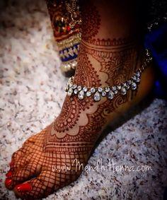 Latest Mehndi Designs for Legs on Happy Shappy. Browse 2000 latest designs for legs and feets online here Anklet Designs, Mehandi Designs, Anklet Jewelry, Wedding Jewelry, Jewlery, Feet Jewelry, Flower Jewelry, Stylish Jewelry, Fashion Jewelry