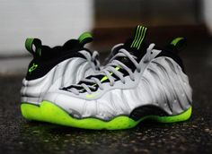 NIKE AIR FOAMPOSITE ONE PREMIUM METALLIC SILVER/VOLT-BLACK-METALLIC COOL GREY #sneaker