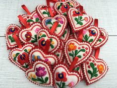 A history of Hungarian Embroidery – Matyó Hungarian Embroidery, Folk Embroidery, Vintage Embroidery, Embroidery Patterns, Crochet Ruffle Scarf, Vintage Jewelry Crafts, Felt Brooch, Wedding Tattoos, Blog Planner
