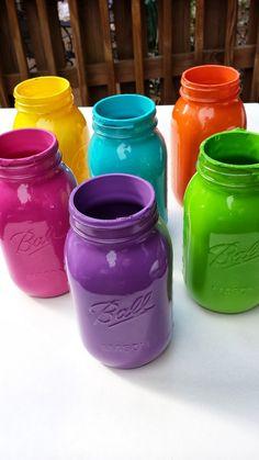Create ~ Cook ~ Capture: Tutorial: How To Paint A Mason Jar (moms birthday presents mason jars) Mason Jar Gifts, Mason Jar Diy, Wine Bottle Crafts, Jar Crafts, Mason Jar Projects, Diy Projects, Diy Hanging Shelves, Painted Mason Jars, Bottles And Jars