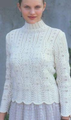 Вязанный спицами пуловер