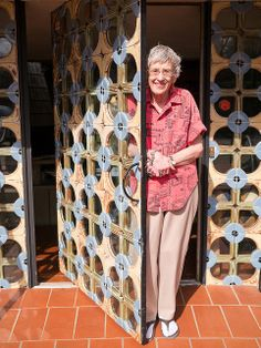 Joniece Frank (Frankoma pottery) at the entry of John Frank House, Oklahoma. Designed by Bruce Goff, 1955. Handmade tiles by Frankoma pottery.