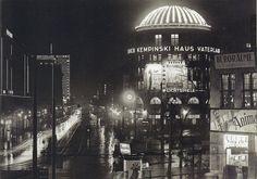 Berlin, Königgrätzerstraße, Haus Vaterland bei Nacht, 1935.