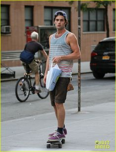 Lonely Boy skating. I just want to be Penn Badgley.
