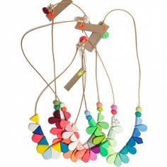 Frida long petal necklace - hardtofind.