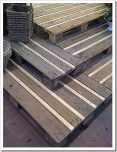 pallet deck/stairs with filler wood - ADORE! - rugged-life.com