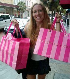 Stolze Besitzerin von neuen Victoria's Secret-Schmuckstücken <3