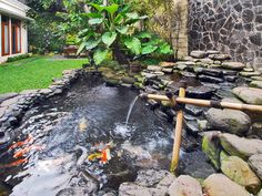 32 Minimalist Fish Pond Design Ideas, The region of the pond's wall is glass, which means you can realize your pet fish clearly. Besides beautify your home, fish pond has many different ad. Secret Garden Door, Garden Doors, Fountain Design, Pond Design, Koi Fish Pond, Fish Ponds, Backyard Water Feature, Ponds Backyard, Backyard Ideas