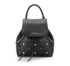 ae237ad73e73d Plecak z kolekcji Young Damski plecak ozdobiony perełkami i srebrnymi  ćwiekami. Zaokrąglona rączka pięknie wkomponowuje