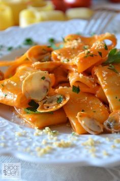 Calamarata we love pasta verticali Seafood Recipes, Pasta Recipes, Appetizer Recipes, Cooking Recipes, Italian Dishes, Italian Recipes, Italian Main Courses, Risotto Cremeux, Calamari