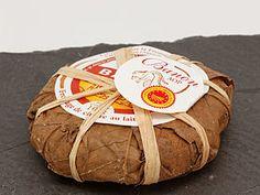 Banon: petit fromage françaisissu d'anciennes recettes des fermes des Alpes-de-Haute-Provence. Son nom vient d'un petit village adossé au Plateau d'Albion entre la montagne de Lure et le Mont Ventoux, dans les collines chères à Jean Giono.