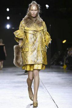 Simone Rocha Ready To Wear Fall Winter 2014 London - NOWFASHION
