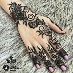 henna on hand   the henna house by Angela   flowery mehndi design   good for eid or bridesmaid