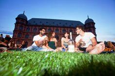 Jeden Sommer findet das Open-Air Kino am Schloss Gottesaue statt Every summer you can visit the Open-Air Kino at the castle Gottesaue