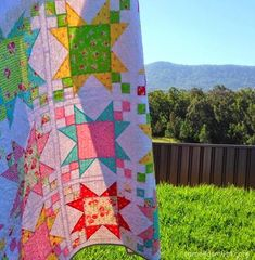 Sugar Stars Quilt I made my Sugar Stars Quilt a few years ago for a magazine commission. It was made with some of my most favourite fabrics, Flower Sugar by Lecien, and I love, love, loved how this quilt turned out. Jelly Roll Quilt Patterns, Star Quilt Patterns, Star Quilts, Quilt Blocks, Block Patterns, Canvas Patterns, Cushion Tutorial, Pillow Tutorial, Crochet Cake