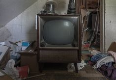 """In the attic of an old abandoned house in Ontario Canada I found this television called """"The Blake"""" (OC) 1136  755"""