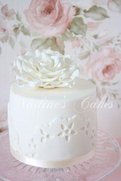 mini cake - white rose