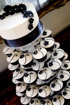 Black and Ivory Wedding Cupcake Tower. Definitely leaning towards cupcakes at my wedding. Pretty Cakes, Beautiful Cakes, Amazing Cakes, Cupcake Tower Wedding, Wedding Cakes With Cupcakes, Cupcake Towers, Elegant Cupcakes, Navy Cupcakes, Black And White Cupcakes