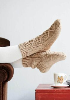 Pintaneulesukat SK 08/2014. Knit Socks, Knitting Socks, One Color, Colour, Cold Feet, Yarn Colors, Mittens, Knits, Crocheting