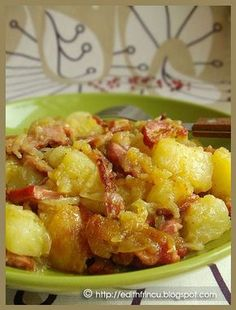 cartofi taranesti Potato Recipes, Meat Recipes, Cooking Recipes, Focaccia Bread Recipe, Good Food, Yummy Food, Romanian Food, Edith's Kitchen, Diy Food