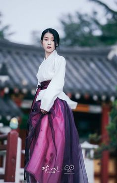 """amoulajojomadridista: """"""""A long time ago, you told me that you would do anything for me and even die for me if it came down to it. All that I need to ask from you to do is a chance to be heard out. Korean Traditional Dress, Traditional Dresses, Korean Dress, Korean Outfits, Scarlet Heart Ryeo Cast, Iu Moon Lovers, Iu Hair, Modern Hanbok, Asian Girl"""
