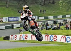 Shakey Byrne showboating over the mountain @ Cadwell Park