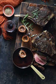 Perfectly pink rib-eye steak served with a rich red wine sauce flavoured with NOMU Beef Fond. The addition of bone marrow makes this a decadent dish. Carne Asada, Beef Recipes, Cooking Recipes, Wine Recipes, Rib Roast, Bone Marrow, Wine Sauce, Food Styling, Food Photography
