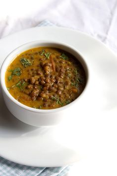 Sabut Masoor Dal Recipe – Simple and easy protein-rich dal recipe of Indian brown lentil, cooked in onion tomato gravy with basic Indian spices. Sabut Masoor Dal is best enjoyed with rice and chapattis. Veg Recipes Of India, Indian Food Recipes, Lentil Recipes, Vegetarian Recipes, Lentil Dal Recipe, Rice Recipes, Veggie Recipes, Lentils, Gourmet