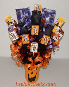 Halloween crafts - DIY Halloween candy bouquet #halloweencrafts #homemadehalloweendecorations