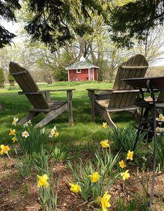Want fantastic tips and hints concerning adirondack chairs? Go to this fantastic site! Country Farm, Country Life, Country Living, Outdoor Spaces, Outdoor Chairs, Outdoor Living, Outdoor Decor, Adirondack Chairs, Old Farm Houses