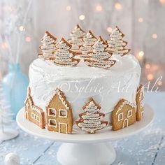 Village sous la neige et cadeau - Cakes and decorations tutorials - noel Christmas Deserts, Christmas Cake Decorations, Holiday Cakes, Christmas Baking, Christmas Cookies, Gingerbread Cookies, Vegan Christmas, Christmas Gingerbread, Bolo Original