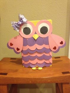 DIY Owl Valentine Treat Box - Valentine has just counted the day's guys! Have you prepared a gift for your loved one yet? Kinder Valentines, Valentine Day Boxes, Valentines Day Party, Valentine Day Crafts, Valentine Decorations, Holiday Crafts, Holiday Fun, Valentine Ideas, Valentinstag Party