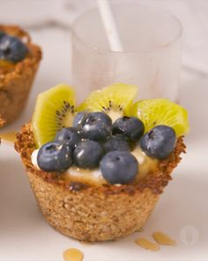 Baked Oat Breakfast Bowls Fruit and yoghurt conveniently prepped in a baked oat edible oats bowl. Nutritious Snacks, Healthy Sweets, Healthy Breakfast Recipes, Healthy Baking, Healthy Recipes, Breakfast Bowls, Mexican Breakfast, Breakfast Sandwiches, Breakfast Pizza