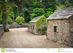 stone-huts-rural-village-england-31836597.jpg (1300×957)