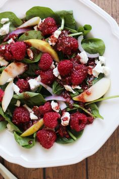 There's nothing like a fresh salad full of your favourite ingredients to hit the spot. This raspberry and pear spinach salad packs a punch with the addition of red onions and honey goat's cheese. Zesty and delicious, it makes for onesatisfyingmain meal. The Foodie Mama's ingredient theme for the month of September is raspberries and ... Read More about  Raspberry Pear Spinach Salad #Foodiemamas