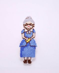 Artículos similares a Grandma to be jewelry. gift for her. Grandmother Gifts, Brooches, Hand Embroidery, Blue Grey, Mothers, Birthday Gifts, Gifts For Her, Objects, Cross Stitch