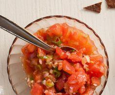 Recept: Tomatensalsa   Gezond eten Healthy Recepies, Healthy Snacks, Salad Bar, Clean Recipes, Food Videos, Love Food, Salad Recipes, Foodies, Veggies